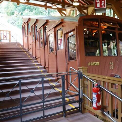 """德國海德堡Heidelberg必玩-城堡登山火車 Bergbahn Heidelberg : Station """"Kornmarkt"""""""