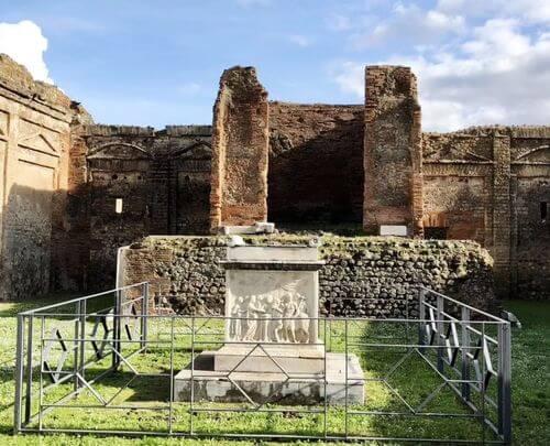 義大利龐貝 = 蓬佩伊 Pompeii 必玩 - Regio VII 14 Temple of Genius Augusti - Temple of Vespasian (義 Tempio del Genius Augusti - Tempio di Vespasiano)
