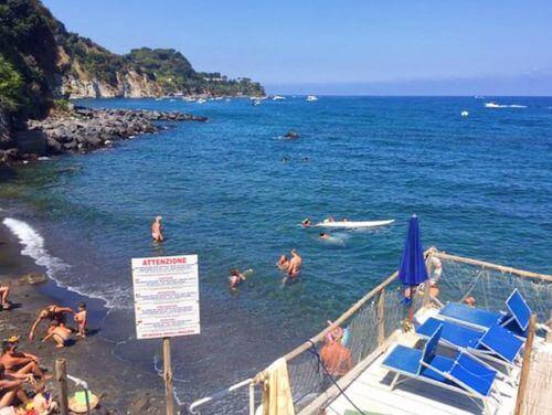 義大利伊斯基亞島攻略 ISOLA D'ISCHIA 必玩 -Spiaggia degli Inglesi = Spiaggia di Sant'Alessandro 海灘