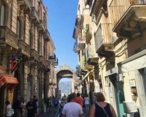 義大利陶爾米納 Taormina (西西里語 Taurmina) 必玩 - Porta Messina 墨西拿門