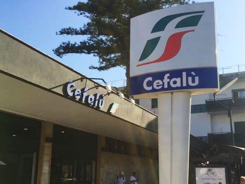 義大利Stazione di Cefalù 切法盧車站