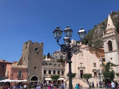 義大利陶爾米納 Taormina (西西里語 Taurmina) 必玩 - Torre dell' Orologio 奥洛洛焦鐘樓