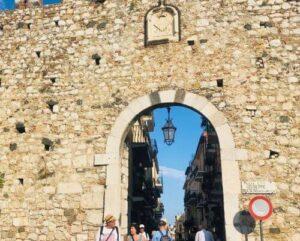 義大利陶爾米納 Taormina (西西里語 Taurmina) 必玩 - Porta Catania 卡塔尼亞門