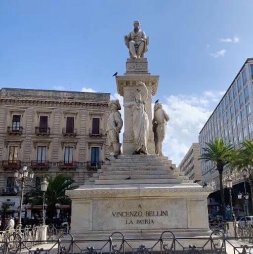 義大利卡塔尼亞 Catania 必玩 - 義大利歌劇作曲家 Vincenzo Bellini 文森佐·貝里尼 雕像