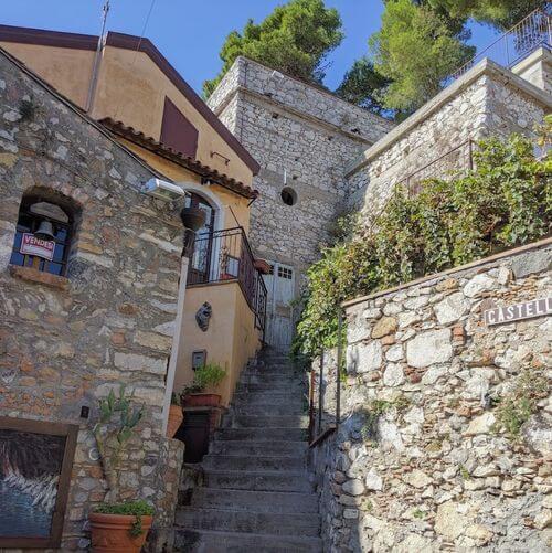 義大利陶爾米納 Taormina (西西里語 Taurmina) 必玩 - Castello di Mola 莫拉城堡山