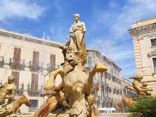 義大利錫拉庫薩 = 敘拉古 Siracusa (Syracuse) 必玩 - Piazza Archimede 阿基米德廣場