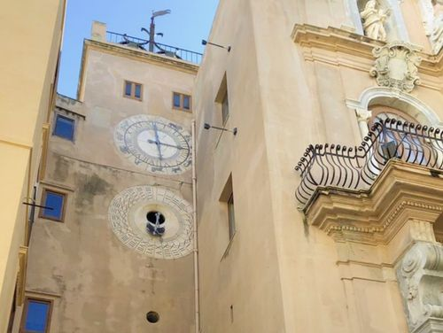 義大利特拉帕尼 Trapani (西西里語 Tràpani) 必玩 - Porta Oscura - Torre dell' Orologio 奧斯科拉門 (暗門) & 天文鐘