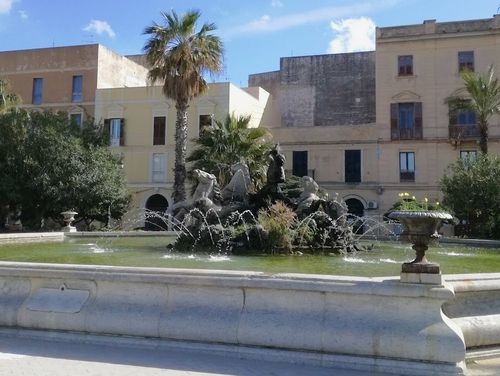 義大利特拉帕尼 Trapani (西西里語 Tràpani) 必玩 - Fontana di Tritone 川頓噴泉