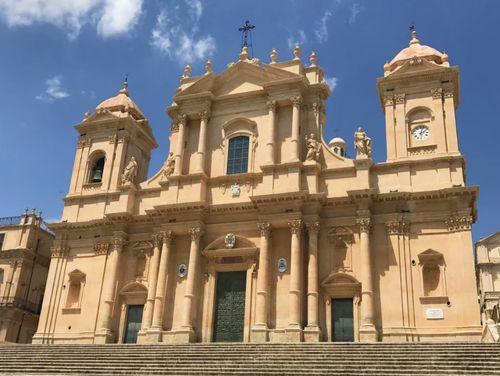 義大利諾托 Noto (西西里語 Notu) 必玩 - Cattedrale di Noto 聖尼各老主教座堂 = 諾託大教堂 = 雙塔教堂