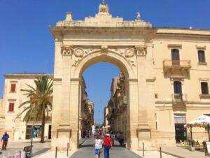 義大利諾托 Noto (西西里語 Notu) 必玩 - Porta Reale o Ferdinandea 皇家之門 (入城門)