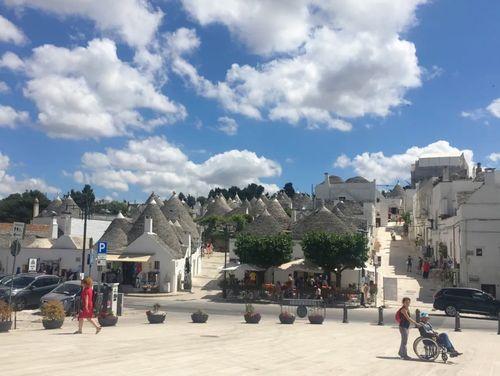 義大利阿爾貝羅貝洛 Alberobello (巴里方言 Ajarubbédde)必玩 - Belvedere Santa Lucia 聖露西亞景觀臺