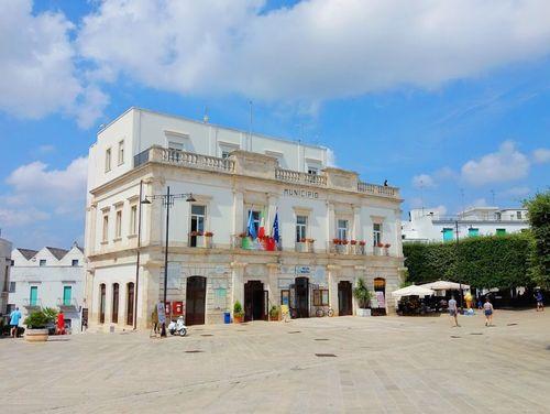 義大利阿爾貝羅貝洛 Alberobello (巴里方言 Ajarubbédde)必玩 - Piazza del Popolo 人民廣場