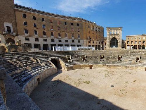 義大利萊切 = 萊可仕 = 雷契 Lecce 必玩 - Anfiteatro Romano di Lecce 古羅馬圓形劇場