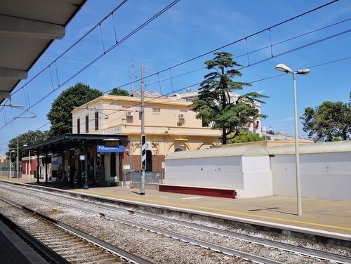 義大利波利尼亞諾·阿·馬雷 Polignano a Mare (巴里方言 Peghegnéne a Mare)必玩 - Stazione di Polignano a Mare 波利尼亞諾·阿·馬雷火車站