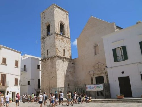 義大利波利尼亞諾·阿·馬雷 Polignano a Mare (巴里方言 Peghegnéne a Mare)必玩 - Chiesa Matrice Santa Maria Assunta in Cielo 聖瑪利亞教堂 = 波利尼亞諾主教堂