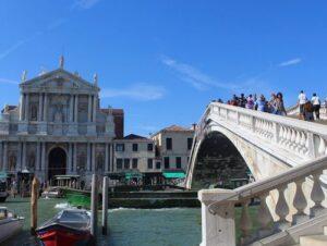 義大利威尼斯 Venice 聖十字區 Sestiere Santa Croce 必玩 - Ponte degli Scalzi 赤足橋