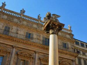 義大利威尼斯 Verona 維羅納 必玩 - Piazza delle Erbe 百草廣場 = 香草廣場