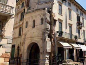 義大利威尼斯 Verona 維羅納 必玩 - Porta Leoni = Porta San Fermo 獅子門