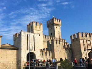 義大利威尼斯 錫爾苗內 = 西爾苗內 = 西米歐尼 Sirmione (威尼斯語 Sirmion) 必玩 - Castello di Sirmione = Castello Scagliero 斯卡利洛城堡