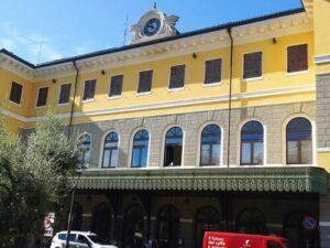 義大利威尼斯 Desenzano del Garda 代森扎諾‧德爾‧加爾達 必玩 - Stazione di Desenzano del Garda-Sirmione 代森扎諾‧德爾‧加爾達-錫爾苗內車站