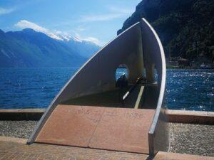 義大利威尼斯 里瓦∙德爾∙加爾達 Riva del Garda 必玩 - Monumento ai Caduti del Mare 紀念碑